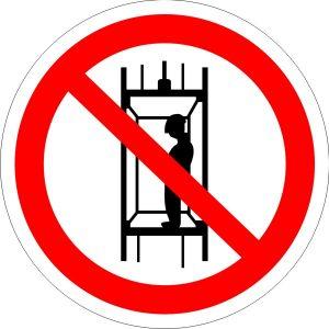P13 Запрещается подъем (спуск) людей по шахтному стволу (запрещается транспортирование пассажиров)