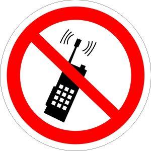 P18 Запрещается пользоваться мобильным