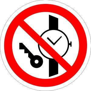 P27 — Запрещается иметь при (на) себе металлические предметы (часы и т.п.)